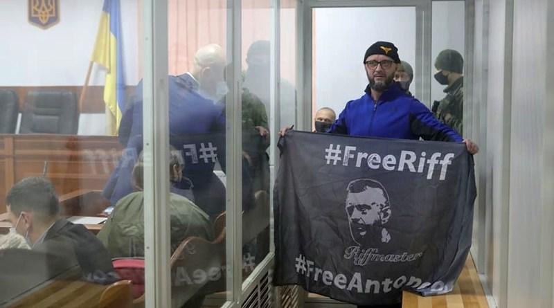 Влада вбиває Ріффа (фото, відео)