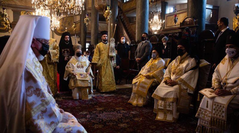 Петро Порошенко привітав християн зі святом Трійці (фото)